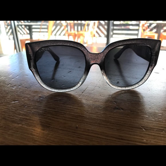 06422829d4b Gucci Grey   Silver Glitter Woman s Sunglass NWT